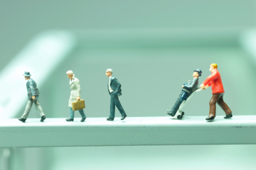 Figurine「Businessmen figurines walking」:スマホ壁紙(5)