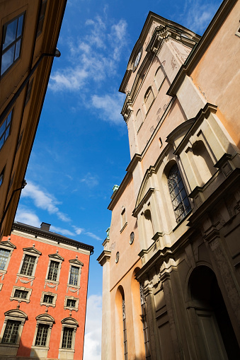 Vertical「Old architectural buildings and the church of St-Nicholas」:スマホ壁紙(14)