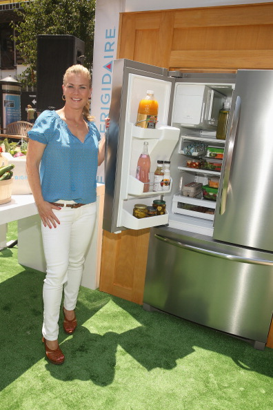 Balance「Alison Sweeney Gets The New Frigidaire Gallery French Door Refrigerator In Order」:写真・画像(8)[壁紙.com]
