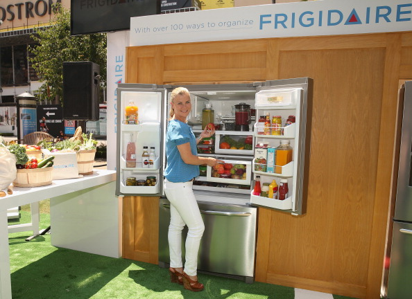 Balance「Alison Sweeney Gets The New Frigidaire Gallery French Door Refrigerator In Order」:写真・画像(16)[壁紙.com]