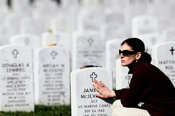 Cross Section「One Of Eight Soldiers Killed At Afghan Outpost Buried At Arlington Cemetery」:写真・画像(17)[壁紙.com]
