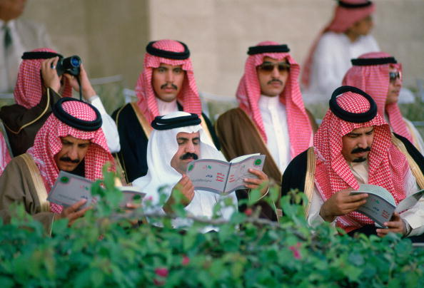 Tim Graham「Men at Riyadh Races, Saudi Arabia」:写真・画像(15)[壁紙.com]