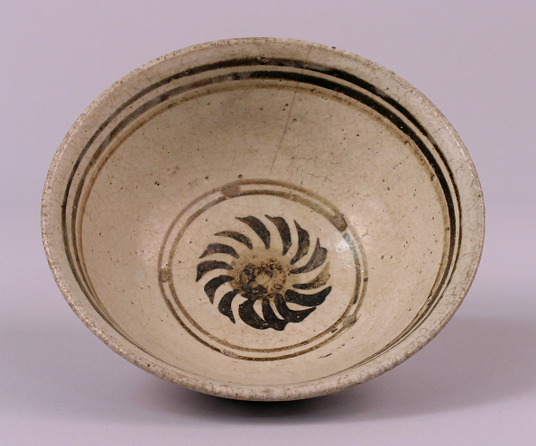 USC Pacific Asia Museum「Bowl made with steeply rounded sides and a solar whorl medallion motif in the center」:写真・画像(18)[壁紙.com]