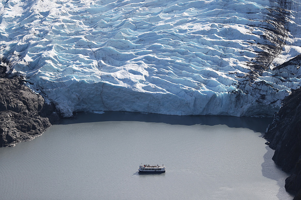 Horizontal「Scientists Study Ice Melt On The Wolverine Glacier In Alaska」:写真・画像(6)[壁紙.com]