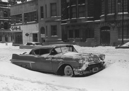 Snowdrift「Road-cruiser parked on town street, winter, (B&W)」:スマホ壁紙(10)