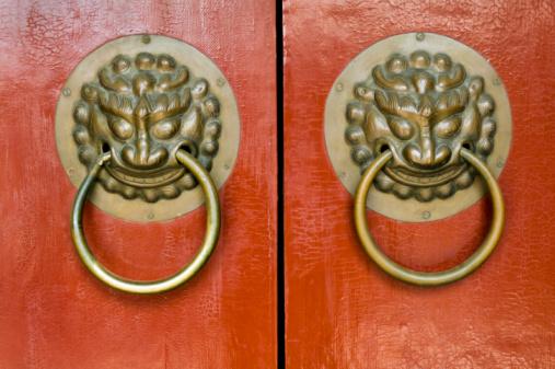 Karin「China, Beijing, Lion door handles」:スマホ壁紙(15)