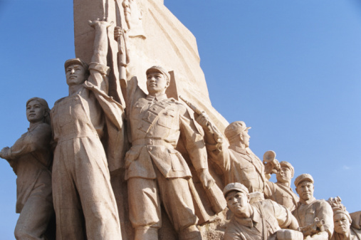 Arms Raised「China, Beijing, monument in Tiananmen Square, low angle view」:スマホ壁紙(16)