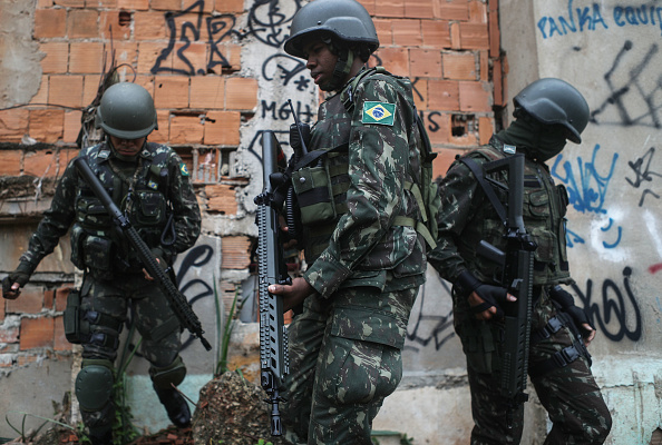 Rio「Brazilian Armed Forces Conduct Large Operation Against Rio Favela Gangs」:写真・画像(1)[壁紙.com]