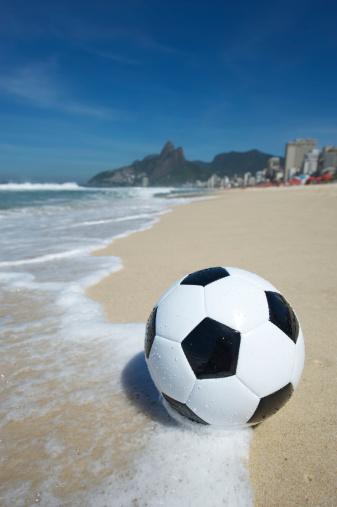 Rio「ブラジルサッカーのフットボールリオデジャネイロ、ブラジルイパネマビーチ」:スマホ壁紙(16)