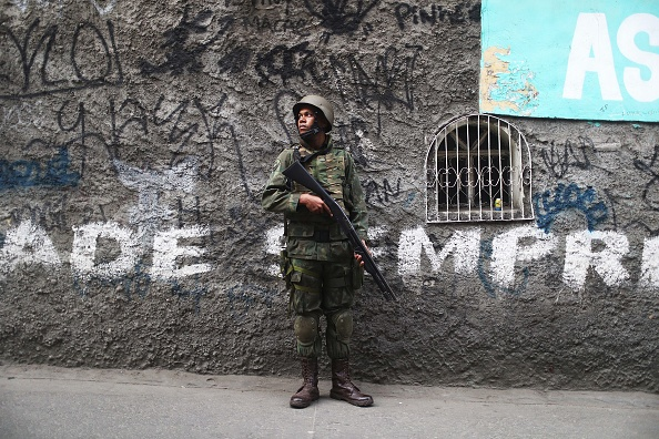 ������「Army Troops Called In To Rio's Rocinha Favela To Quell Violence」:写真・画像(13)[壁紙.com]