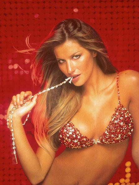 Victoria's Secret「Brazilian Supermodel Gisele Shows Off A 15 Million Jeweled Bra At A New Victoria's Secre」:写真・画像(2)[壁紙.com]