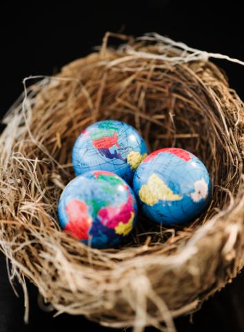 Easter Basket「Small globes in a bird nest」:スマホ壁紙(16)