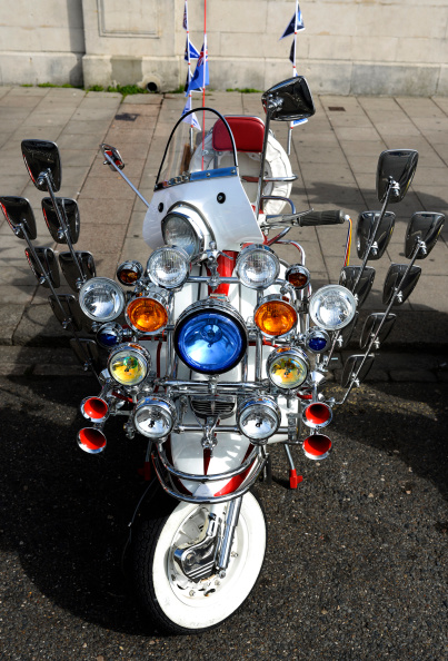 Alan Crowhurst「Scooters Gather For The Brighton Mod Weekender」:写真・画像(3)[壁紙.com]