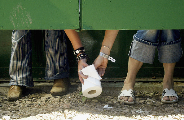 Bathroom「Glastonbury Festival - Day One」:写真・画像(7)[壁紙.com]