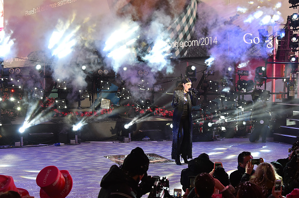 New Year「New Year's Eve 2015 In Times Square」:写真・画像(3)[壁紙.com]