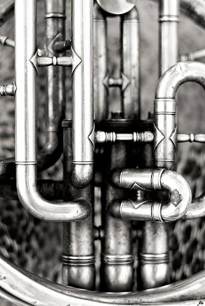 Old French horn detail:スマホ壁紙(壁紙.com)
