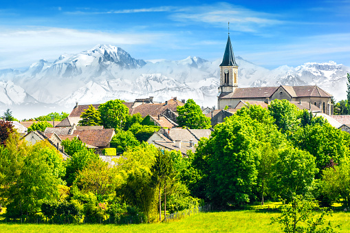 Ain - France「Old French village in countryside with Mont Blanc Alps mountains」:スマホ壁紙(7)