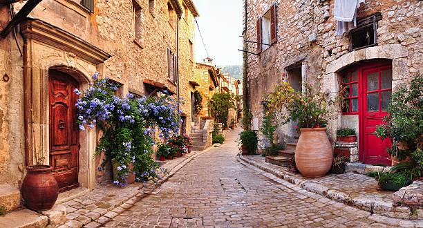 Old French village houses and cobblestone street:スマホ壁紙(壁紙.com)