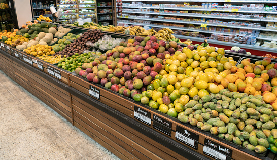 Passion Fruit「Retail display of different fruits at a supermarket」:スマホ壁紙(18)