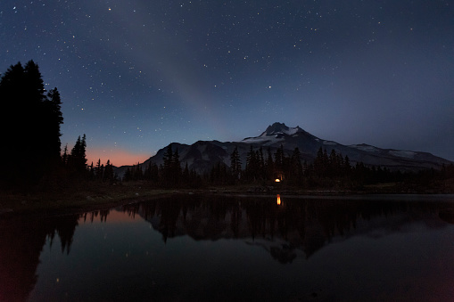 Base Camp「Campfire lights the sky and is reflected in lake with mountain」:スマホ壁紙(17)