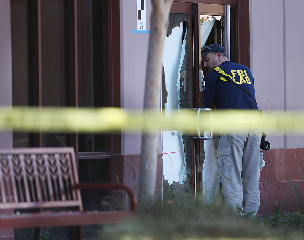Door「Community Mourns As Investigation Continues Into San Bernardino Mass Shooting」:写真・画像(18)[壁紙.com]