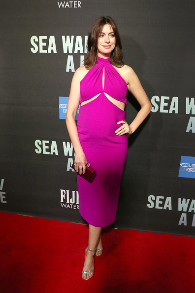 Hot Pink「FIJI Water At Sea Wall / A Life Opening Night On Broadway」:写真・画像(1)[壁紙.com]