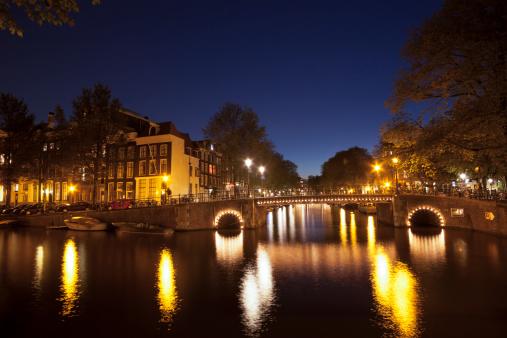 Amsterdam「Canal bridge reflections at night, Amsterdam, Netherlands」:スマホ壁紙(9)