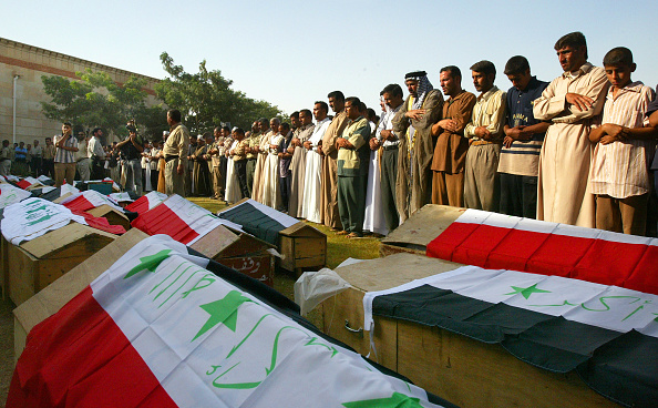 Mid Adult Men「Funeral Held In Baghdad For 36 Men Found Executed」:写真・画像(0)[壁紙.com]