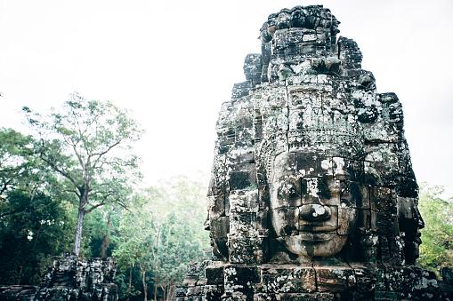 擬人化「Dilapidated statue and pillar at Angkor Wat, Siem Reap, Cambodia」:スマホ壁紙(7)