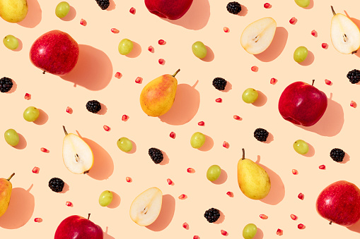 Pomegranate「Pattern of fresh apples, pears, grapes, blackberries and pomegranate seeds」:スマホ壁紙(7)