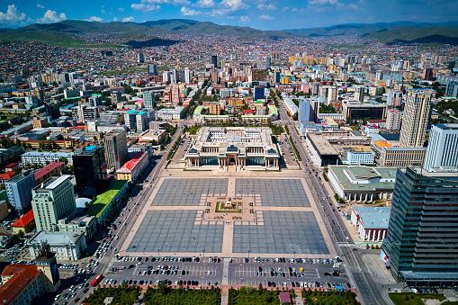 Independent Mongolia「Mongolia, Ulan Bator, aerial view of cityscape, Gengis Khan square」:スマホ壁紙(18)
