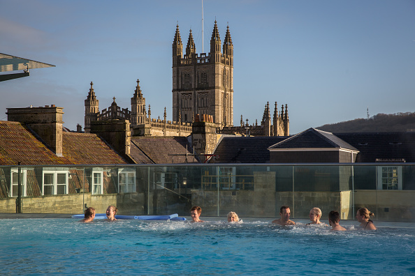 Spa「People Relax At The Bath Spa Before The Christmas Festivities」:写真・画像(14)[壁紙.com]