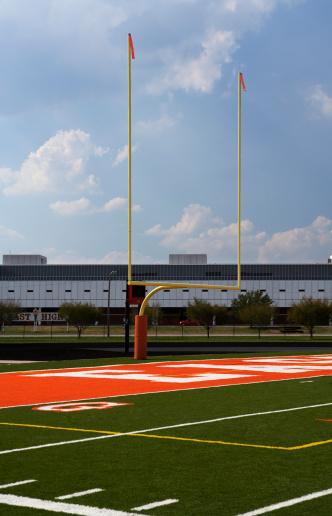 Goal Post「Empty American football field」:スマホ壁紙(13)