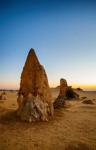 Natural Column「Dusk At The Pinnacles Of Western Australia」:スマホ壁紙(14)