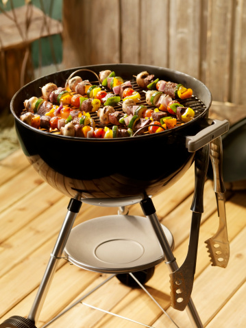 Barbecue Grill「Beef and Vegetable Kabobs on a Charcoal BBQ」:スマホ壁紙(4)
