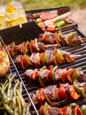 Barbecue Grill「Beef and Vegetable Kabobs on the BBQ」:スマホ壁紙(17)