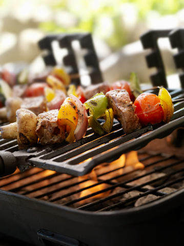 Char-Grilled「Beef and Vegetable Kabobs on a Outdoor BBQ」:スマホ壁紙(5)