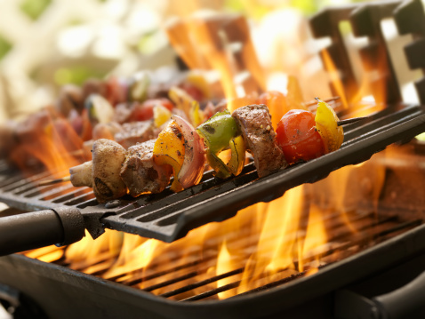 Cast Iron「Beef and Vegetable Kabobs on a Outdoor BBQ」:スマホ壁紙(4)