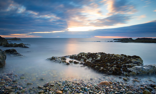 Wave「Early morning landscape of ocean over rocky shore with glowing sunrise - Findochty, Scotland」:スマホ壁紙(8)