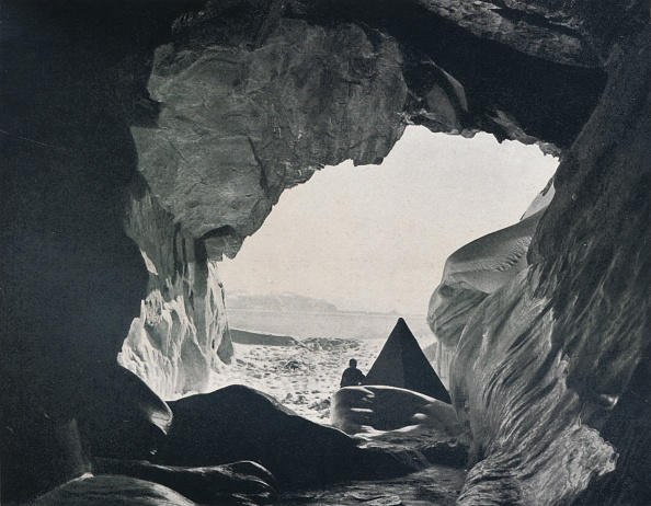 Manufactured Object「Camp In The Cave Under Penelope Point」:写真・画像(14)[壁紙.com]