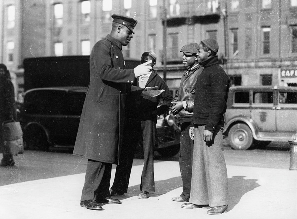 City Life「An afro-american policeman in Harlem in debate with three juveniles, New York, USA, Photograph, Around 1930」:写真・画像(7)[壁紙.com]