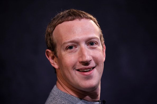 Portrait「Facebook CEO Mark Zuckerberg And News Corp CEO Robert Thomson Debut Facebook News」:写真・画像(7)[壁紙.com]