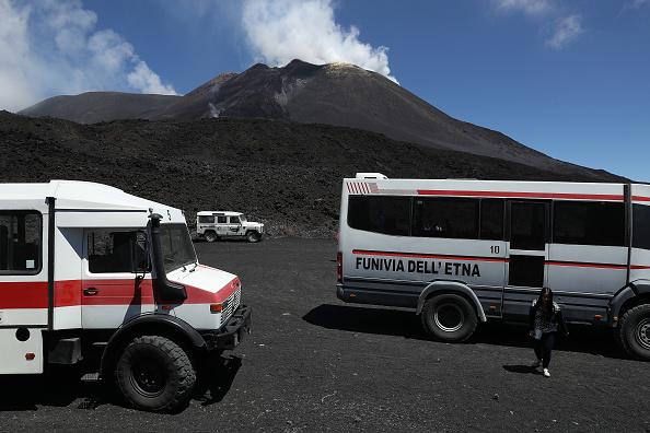 Active Volcano「Travel Destination: The Simmering Volcano Of Mount Etna」:写真・画像(12)[壁紙.com]