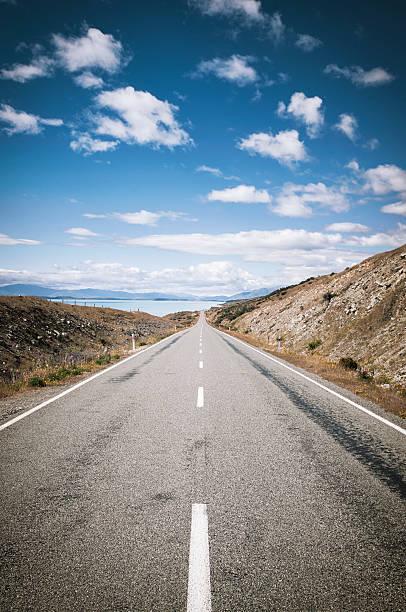 Road Vanishing into the Distance:スマホ壁紙(壁紙.com)