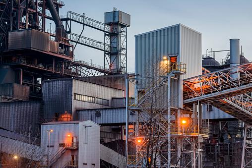 Steelmaking「Blast furnace in the blue hour」:スマホ壁紙(11)