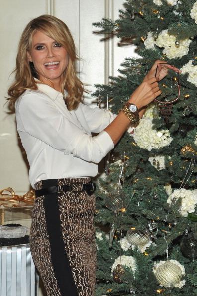 Wristwatch「Heidi Klum Celebrates Holiday Shopping With QVC」:写真・画像(18)[壁紙.com]