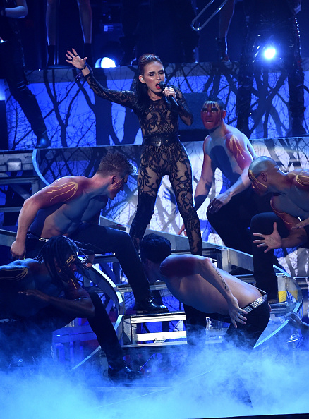 MGM Grand Garden Arena「15th Annual Latin GRAMMY Awards - Show」:写真・画像(8)[壁紙.com]