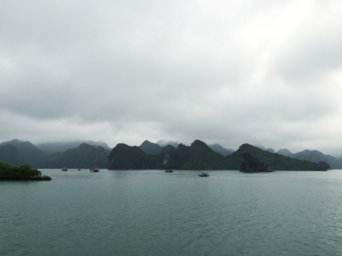 Limestone「Ha Long Bay views of limestone karsts and isles」:スマホ壁紙(13)