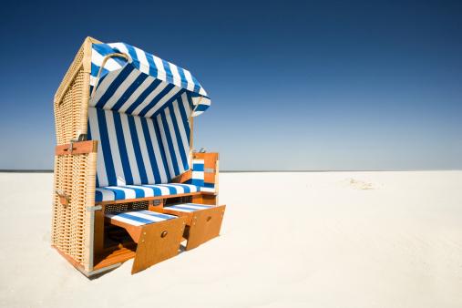 Outdoor Chair「Wicker beach chair on beach」:スマホ壁紙(8)