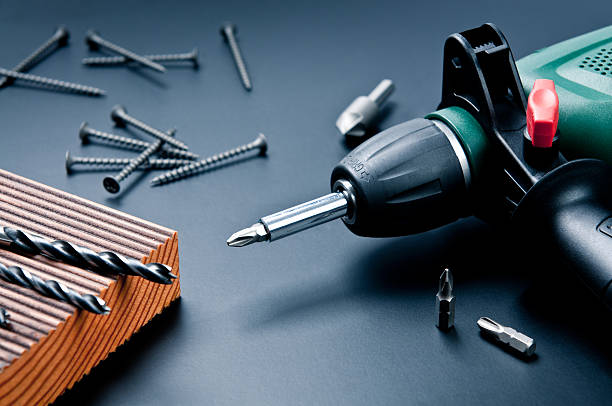 Electric drill with drill bits, screws on dark background:スマホ壁紙(壁紙.com)